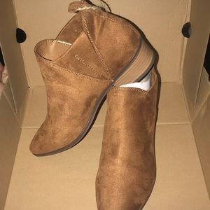 *NWT* American Eagle Faux Suede Booties w/ Box